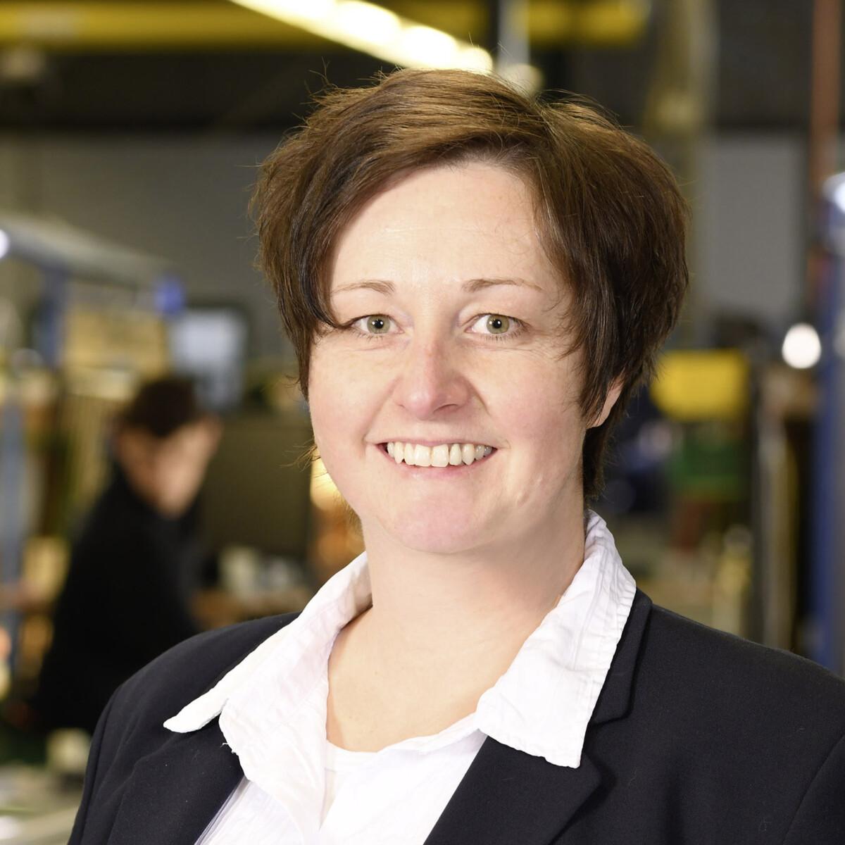 Katja Gerlach - Ansprechpartner bei Sollingglas für die Auftragsbearbeitung und den Verkauf – Technisches Glas sowie Restaurierungsglas